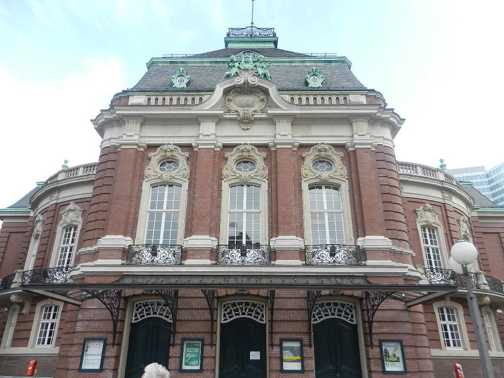 Leißhalle -  ist eine traditionelle Konzerthalle am Johannes Brahms Platz