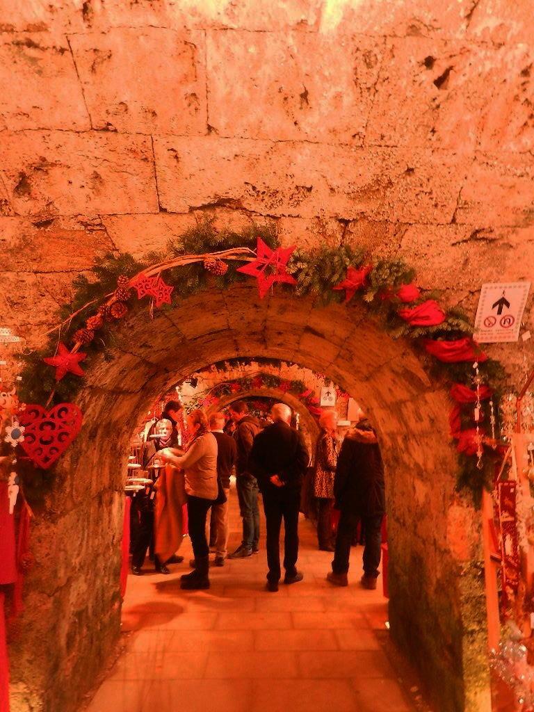 Weihnachtsmarkt in den Felsengängen (auch Kasematten genannt)