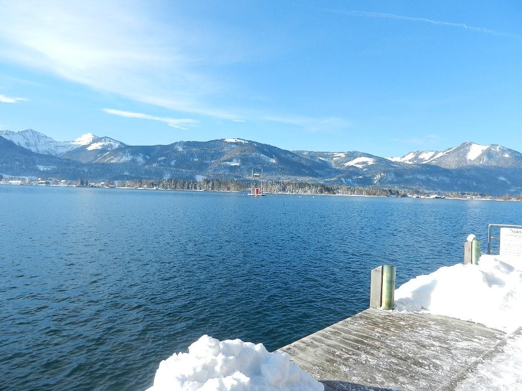 Blick auf den Wolfgangsee - im Hintergrund die Seelaterne