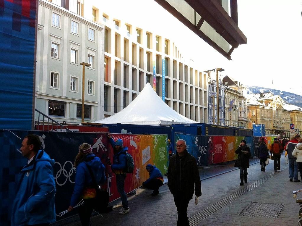 Vorbereitung anl. der Winterspiele in der Mar.-Theresien-Straße