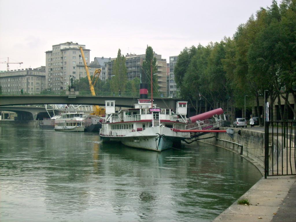 """das Schiff Johann Strauß - hat schon etliche Jahre """"auf dem Buckl"""""""