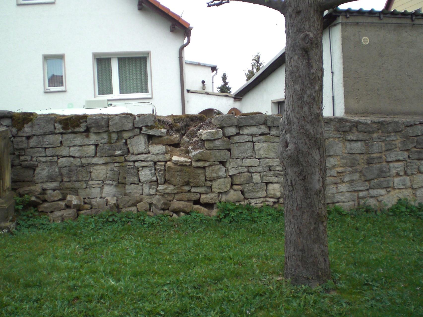 Mauereinbruch direkt gegenüber dem vorigen Riss.