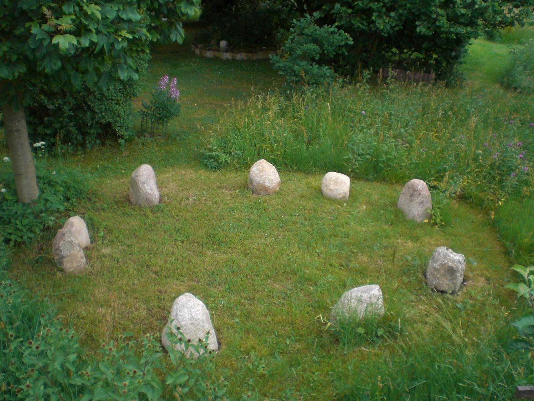 Dieser Steinkreis hat sich selbst gezeigt und wurde entspr. aufgelegt.