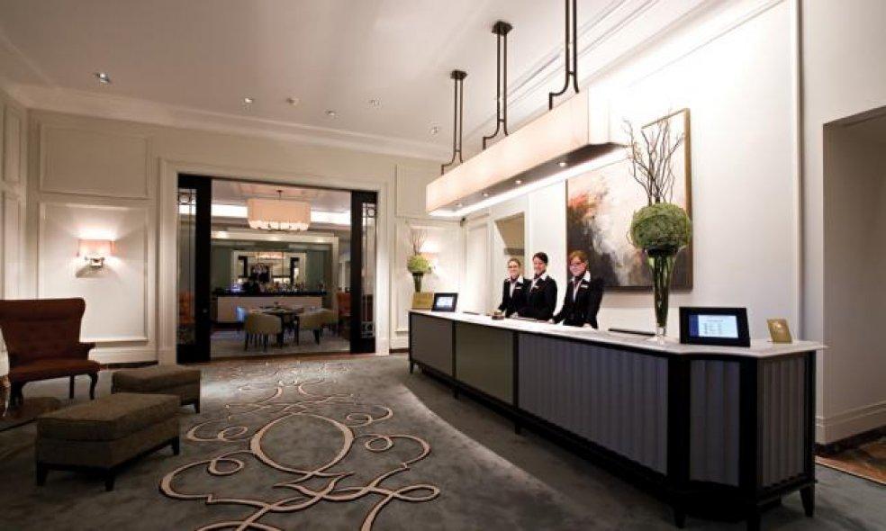 Platz 4 (Vorjahr: 3): Fairmont Le Montreux Palace, Montreux Soeben hat der französische Hotelgigant Accor das Management der kanadischen Hotelgruppe Fairmont und damit auch des Montreux Palace übernommen.