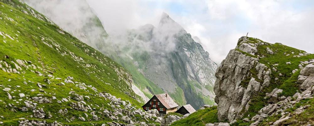 Das Berggasthaus Mesmer in Wasserauen AI liegt etwas versteckt oberhalb des Seealpsees.