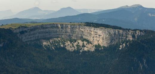 Der 150 Meter hohe Felsenkessel in der Form eines Hufeisens ist der Höhepunkt der Wanderung im Jura. (Bild: Alessandro Della Bella / Keystone)