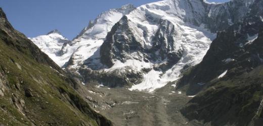 Diese Wanderung im Wallis bietet spektakuläre Gletscher- und Bergblicke, wie hier auf Arbenhorn, Dent Blanche und Grand Cornier. (Bild: Keystone / Arno Balzarini)