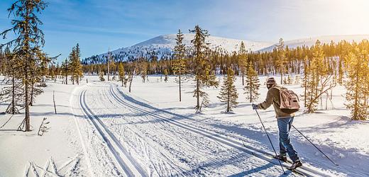 Skilanglauf gehört zum finnischen Lebensstil. Kinder lernen es, sobald sie ihre ersten Schritte getan haben.