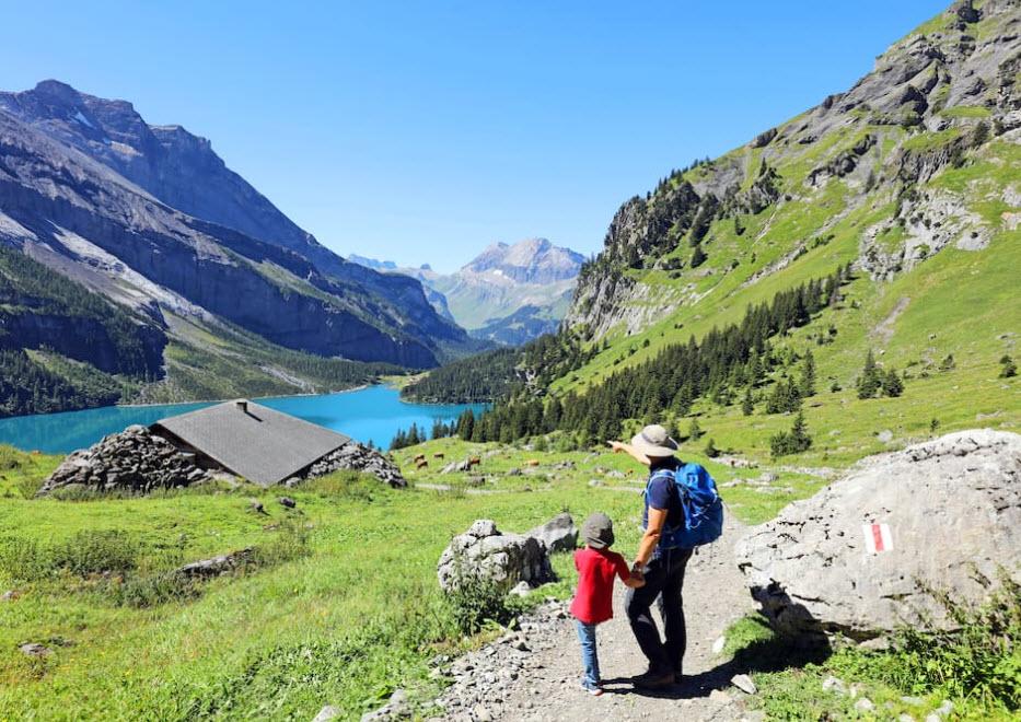 Ein Ausflug zum Oeschinensee oberhalb von Kandersteg BE ist ein Spass für die ganze Familie.