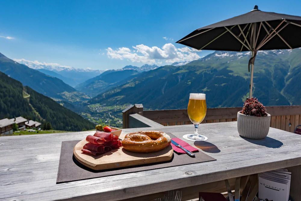 Das Bergrestaurant Chäserstatt in Ernen VS bietet eine herrliche Aussicht und leckeres Essen.