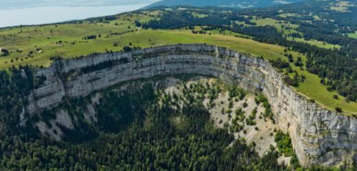 Elisabeth aus Boudry (NE) bevorzugt bei einem Abstecher in die Berge den Ausräumungskessel Creux du Van im Jura an der Grenze zwischen den Kantonen Neuenburg und Waadt.