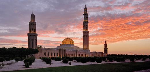 Die Grosse Sultan-Qabus-Moschee in Muscat: Das Gotteshaus trägt den Namen des omanischen Herrschers, der es beauftragt hatte.