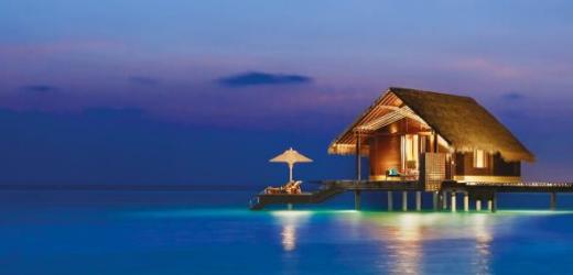 Platz fünf: One & Only Reethi Rah, Malediven. Preis: ab 1200 Franken pro Nacht. Infinity-Pool, Wasserbungalows, Gourmet-Restaurants und komplette Abgeschiedenheit - ein Flitterwochentraum.