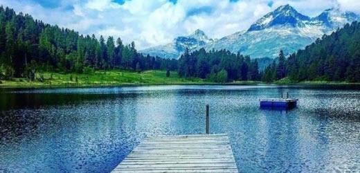 Platz sieben: Lej da staz (Stazersee), St. Moritz GR Kommentar von Roman: «Natur pur, wunderschön klares Wasser.»