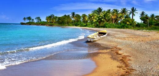 Einsamer Strand in Jamaika.