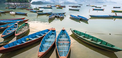Das an einem See liegende Pokhara bietet tolles Essen, Entspannung und Abenteuer. Drei der welthöchsten Berge sind zum Greifen nah.