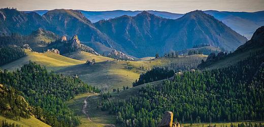 Der Gorkhi-Terelj-Nationalpark ist ein Traum für Kletterer. Außerdem kann man Pferde und Kamele mieten.