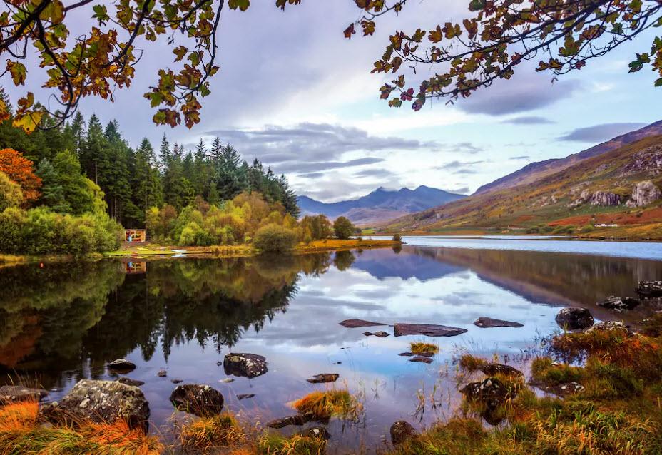 Ein bisschen näher: Wales lockt im Herbst mit farbigen Hängen und seichten Seen.