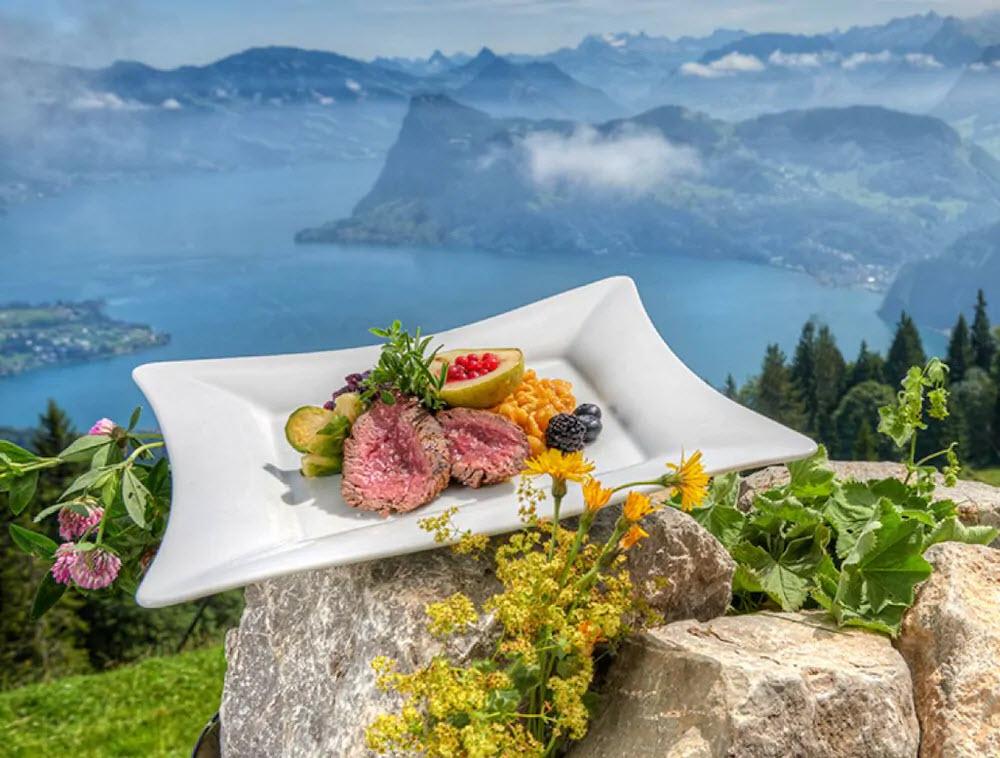 Von der Bergwirtschaft Zur Alpgschwänd am Pilatus in Hergiswil NW hat man einen herrlichen Ausblick über den Vierwaldstättersee.