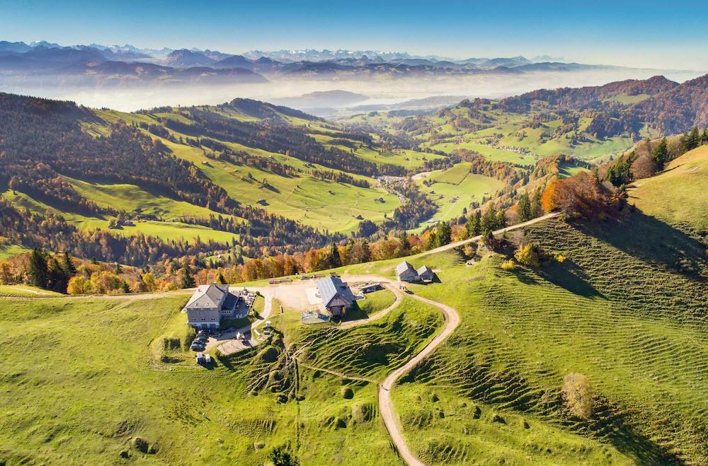 Das Berggasthaus Chrüzegg in Wattwil SG eigenet sich gut für einen Zwischenstopp bei einer Wanderung von der Bergstation Atzmännig aus.