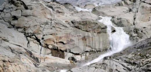 Roland aus Rochefort (NE) empfiehlt zudem allen Wallis-Besuchern eine Wanderung der Rhone entlang. Im Bild ist oben rechts ein Teil des Rhonegletschers zu sehen.