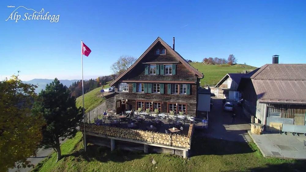 Das Gasthaus Alp Scheidegg in Wald ZH liegt auf 1200 Metern über Meer und ist damit das höchstgelegene Restaurant des Kantons Zürich.