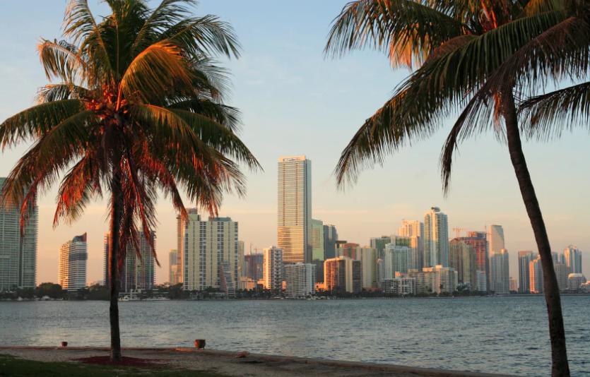 Skyline von Miami USA: Dollar etwas stärker, Ferien für Schweizer etwas teurer.