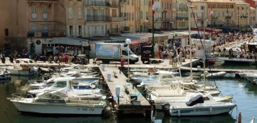 Und 4 Prozent geben laut der Studie sogar mehr als 10'800 Franken für Ferien aus. Im Bild: Der Hafen des südfranzösischen Nobelorts Saint-Tropez.