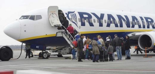 Rang Nummer 34: Ryanair. Passagiere beim Einsteigen in eine Ryanair-Maschine am Flughafen Eindhoven in Holland.