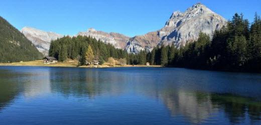 Platz acht: Arnisee, Intschi UR. Kommentar von Yves: «Von Intschi aus mit der Seilbahn. Von der Bergstation ist es nur ein kurzer Fussmarsch.»