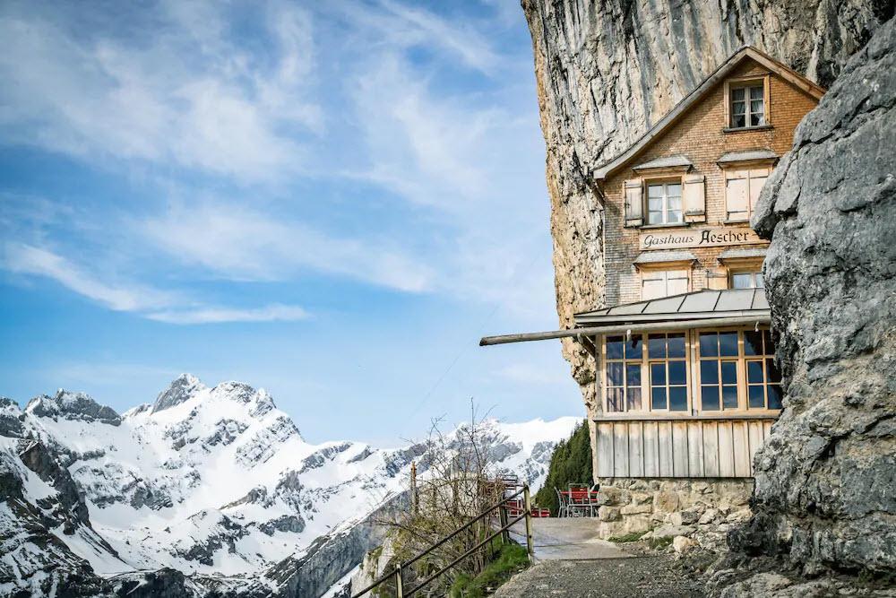 Der Äscher bei Weissbad AI ist eines der bekanntesten und beliebtesten Berggasthäuser der Schweiz. Seit 2019 wird es von neuen Pächtern geführt.