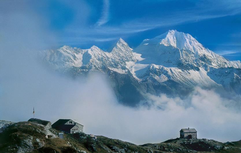 Das Maderanertal im Kanton Uri ist von hohen Bergen umgeben.