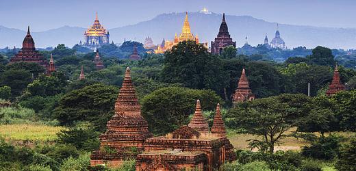 In Bagan, dem Angkor Wat von Myanmar, stehen mehr als 2500 buddhistische Monumente (oder ihre Runinen), erbaut vom 11. bis 13. Jahrhundert.