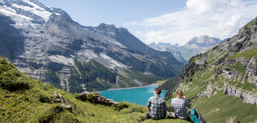 In unmittelbarer Nähe des Blausees liegt einer der liebsten Badeorte von Rachel aus Bogis-Bossey (VD): der Oeschinensee bei Kandersteg im Berner Oberland.