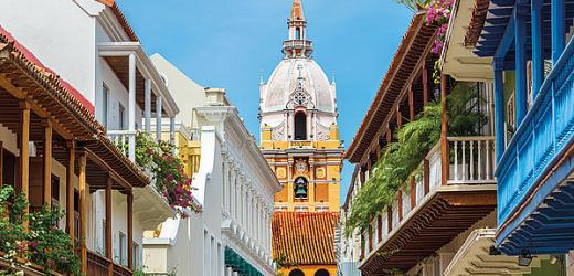 Die atemberaubende Kolonialarchitektur Cartagenas, an der Karibikküste Kolumbiens gelegen, wird von der Kathedrale von 1612 gekrönt.