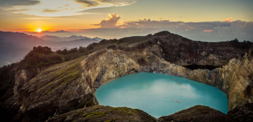 Blick vom Mount Kelimutu auf Flores.