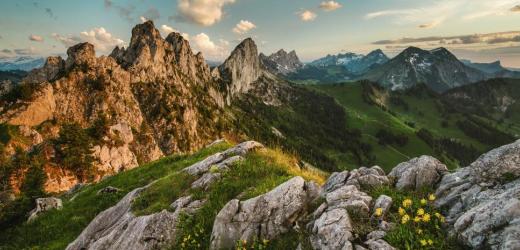 Blick auf die Bergkette der Gastlosen, die auch als «Saanenländer Dolomiten» bezeichnet werden. (Bild: Martin Maegli / Swiss-Image)