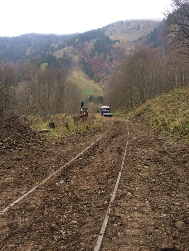 Befahrung mit dem Schienenbus auf Höhe des Durchlasses Linsbach bei km 6,25