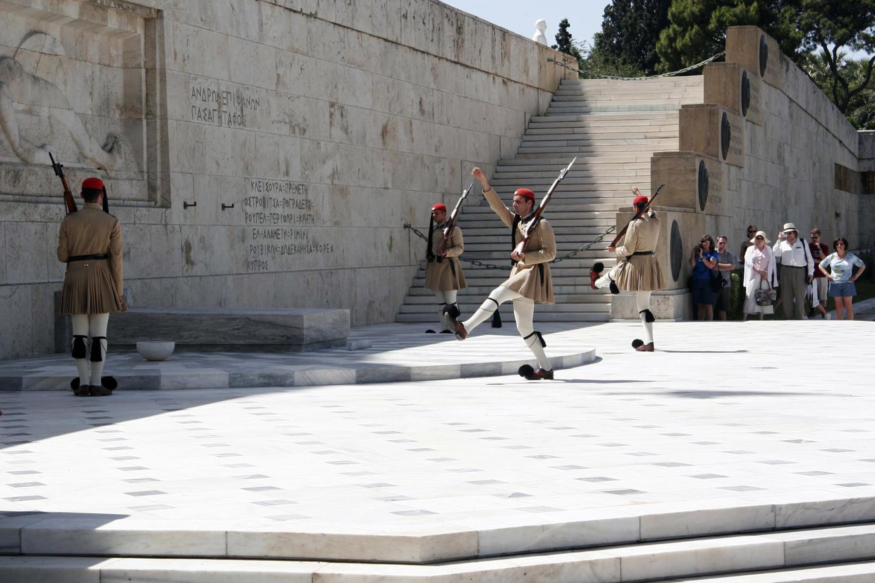 Wachablösung vor dem Grabmal des unbekannten Soldaten