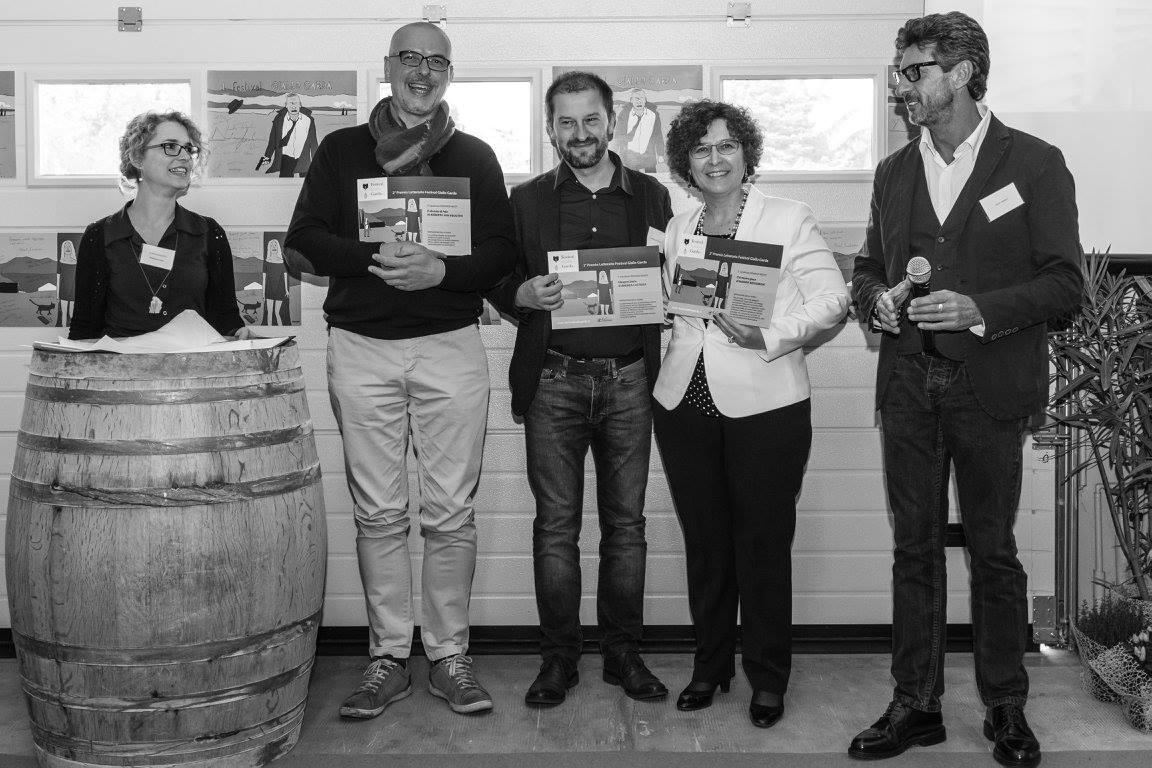 Premiato, con i colleghi Andrea Castaldi, primo con Glasgow Smile, e Marina Bertamoni, seconda con Chi muore giace