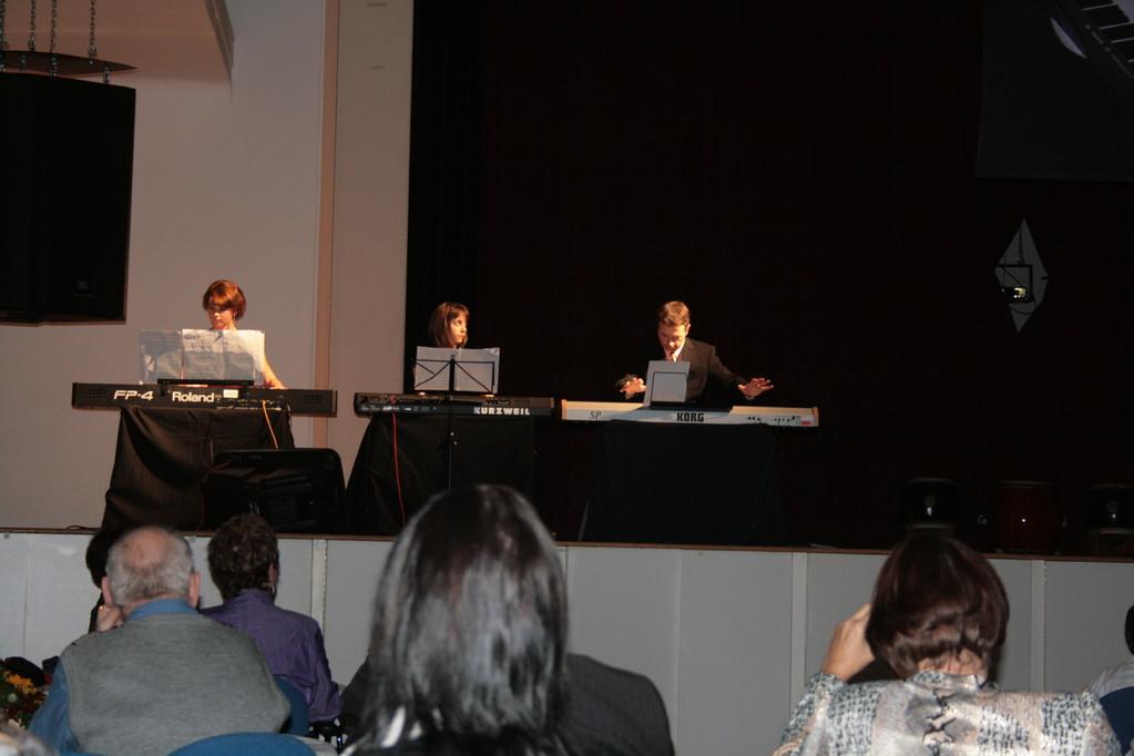 """Klavierauftakt zum Jubiläum """"Furio"""" von Jörg, Vanessa und Jamie"""