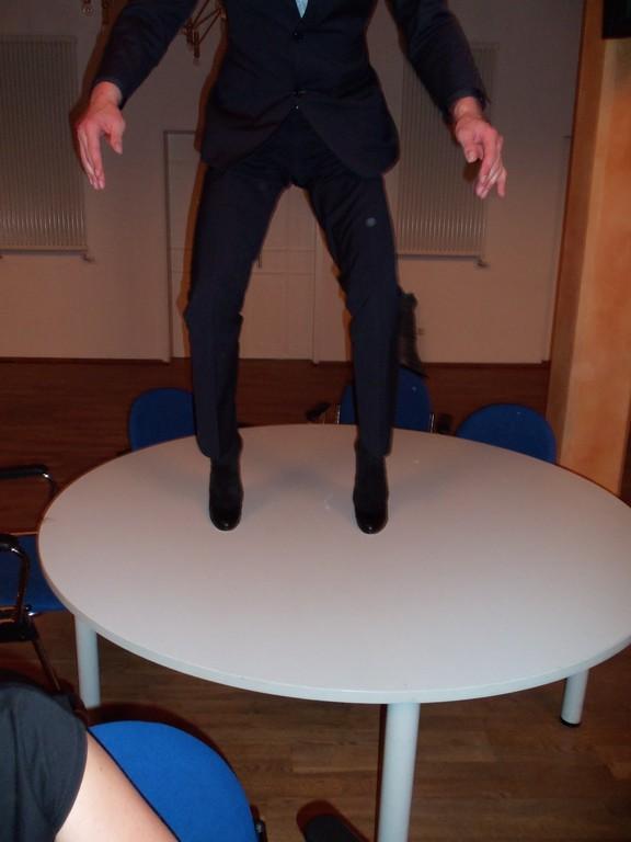 wem gehört das Paar Beine...?