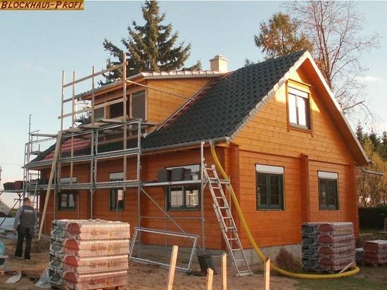 Dacheindeckung und Außenanstrich  © Blockhaus-Profi