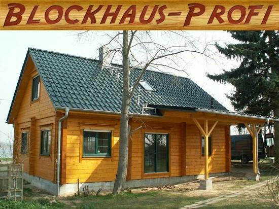 Massives Holzhaus in echter Blockbauweise © Blockhaus-Profi