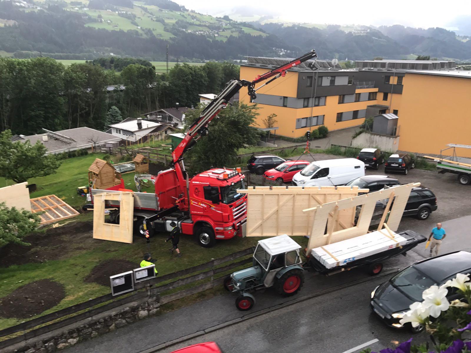 Kranarbeiten mit Scania & Volvo FH16 LKW samt Fassi 235 Kran.