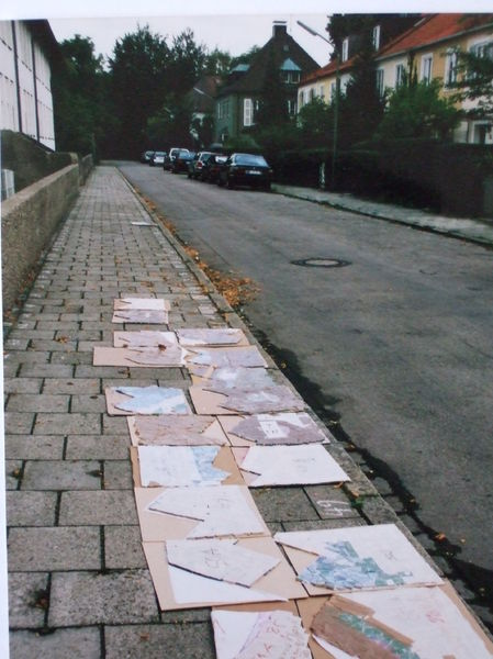 Mosaikplatten am Boden geordnet