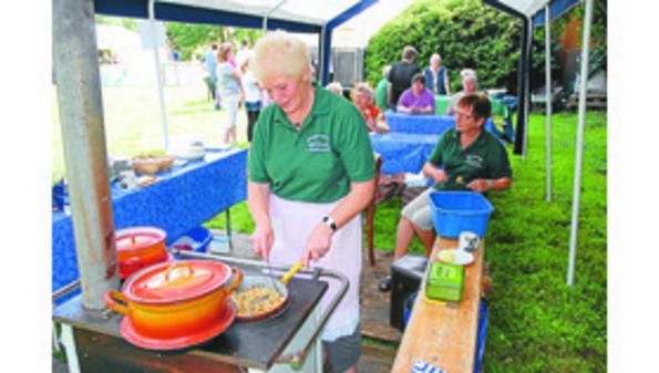 Ulla bereitet Pellkartoffeln mit Matjes