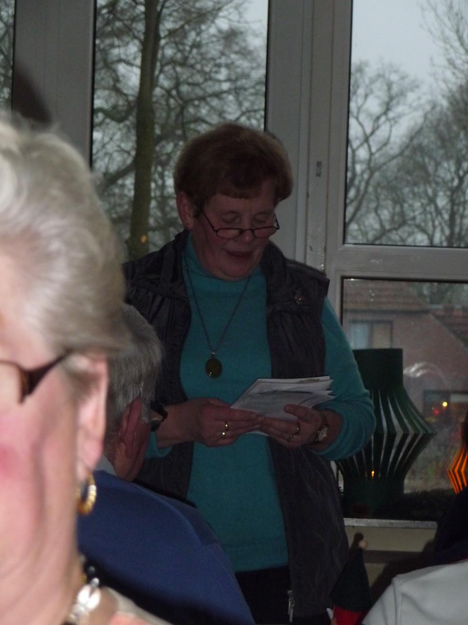 Irmgard liest unterhaltsame Geschichten vor
