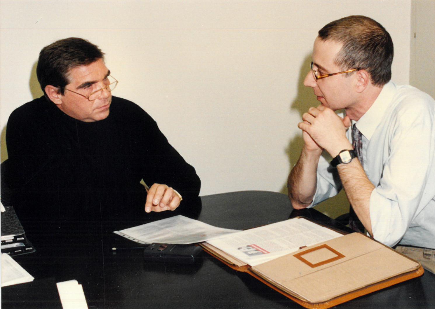 Bernd Hinners (Vorstandsvorsitzender), Andreas Prautsch (stv. Abteilungsleiter Marketing | Kommunikation), Vorbereitung Jahrespressekonferenz - Sparkasse Wittenberg 1997