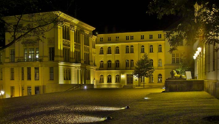 "Hauptgebäude der Martin-Luther-Universität ""MLU"" - Universitätsplatz"